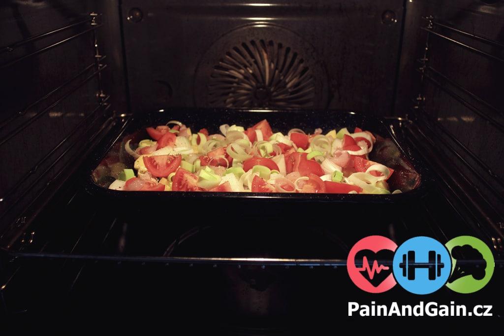 Pečení zeleninové směsi s kuřecím masem v troubě