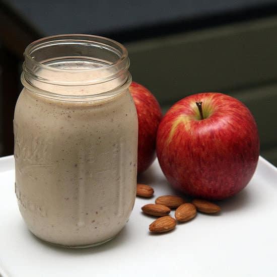 smoothie_na_hubnuti_jablka_a_mandle