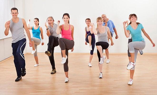Lidé cvičí a hubnou | PainAndGain.cz