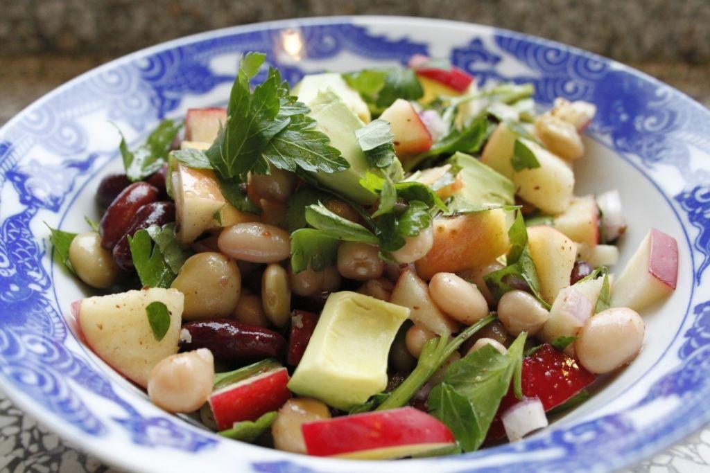 dietni-salat-s-fazolemi-na-hubnuti