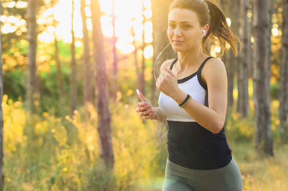 Běhání k jarnímu hubnutí patří. Že zrovna vás nebaví? Zkuste to s hudbou.