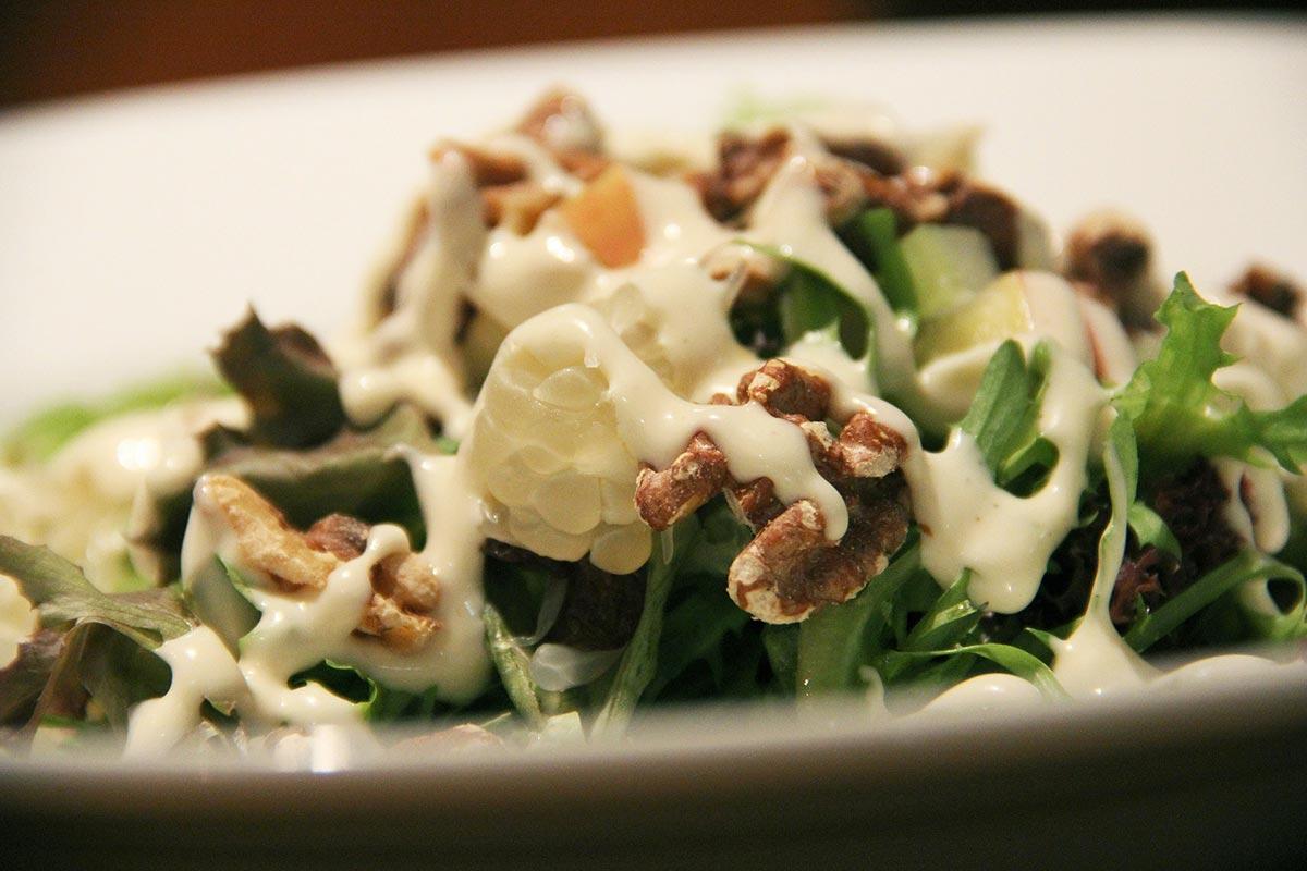 Zkuste svoji salátovou mísu osvěžit čerstvými bylinami přímo z jarní přírody.