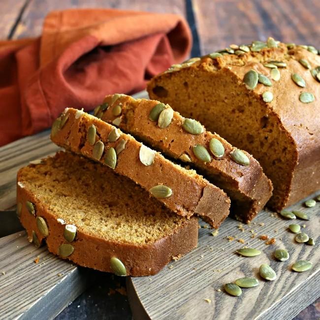 Chutný chleba s tahini pastou