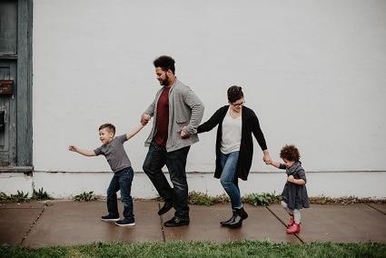 Společně strávený čas zabraňuje obezitě u dětí, protože jim rodiče věnují pozornost.