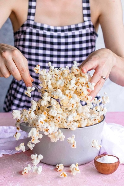 Připravte si sami doma popcorn a dieta bude hned účinnější.