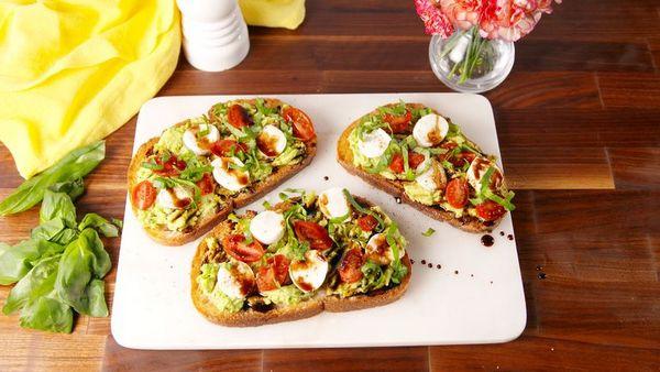 Recept na avokádový obložený chléb