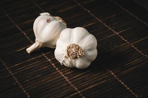 Česnek je potravina, která zabíjí rakovinotvorné buňky.