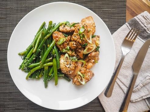 Proteiny, zelenina a zdravé tuky jsou složky, které by měla obsahovat každá dieta.