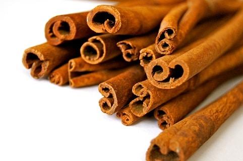 Mezi potraviny proti rakovině řadíme také skořici, která zmírňuje zánět a snižuje hladinu cukru v krvi.