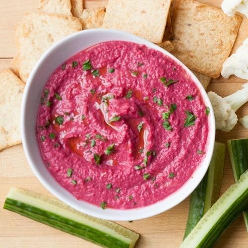 Hummus z červené řepy patří mezi velmi rychlé recepty.