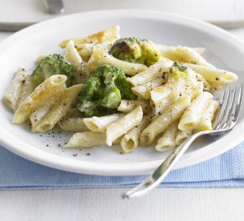 Recept na zapečené těstoviny s brokolicí a sýrem