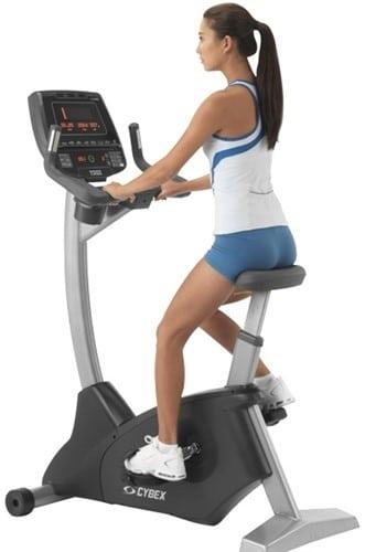 Vzpřímené kolo umožňuje kardio cvičení a posiluje nohy i svaly trupu.