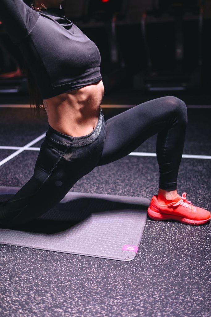 cvičení Dubrow dieta; cvičení na podložce