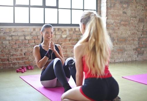 Ananasová dieta je hodně o jídle, ale také cvičení je pro hubnutí důležité.