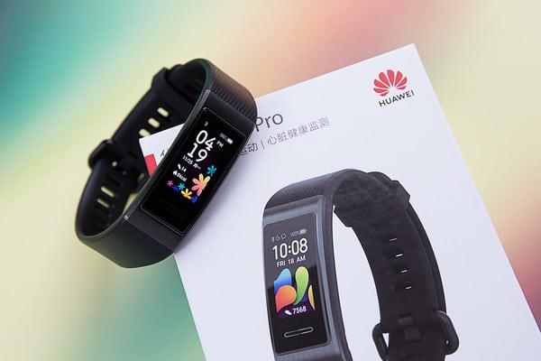 Recenze na fitness náramek Huawei Band 4 Pro