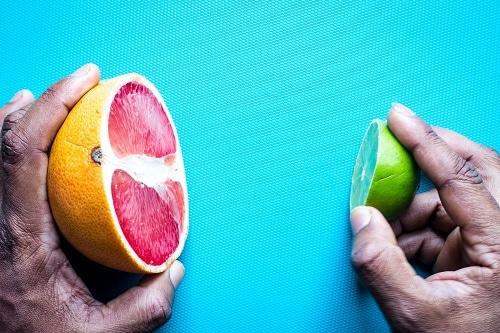 Objem 0,5 kg tuku se rovná velikosti garpfruitu, zatímco objem 0,5 kg svalu se blíží velikosti limetky.