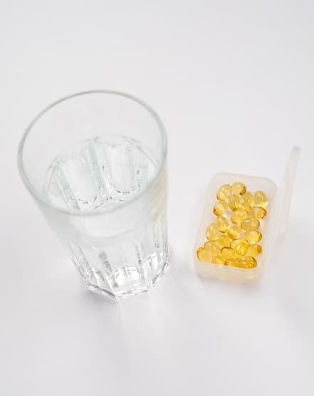 Zlatá vejce, tobolky Adipex Retard, je nutné zapíjet dostatečným množstvím vody.