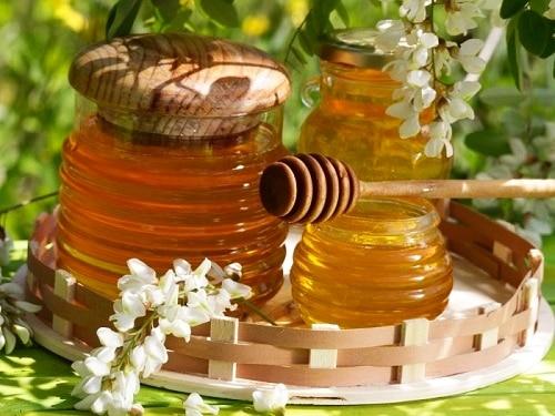 Akátový med působí blahodárně nejen na hubnutí, ale také na játra a ledviny.