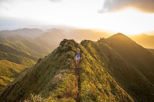 Běhá-li běžec v různorodém terénu, nezatěžuje tolik své klouby.