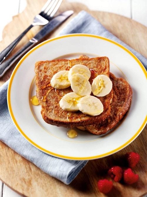 Medový toust s banánem je lehká snídaně, která zrychlí metabolismus.