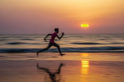 Pokud je běhání přehnané, ať už v rámci rychlosti nebo vzdálenosti, může dojít k vyčerpání organismu.