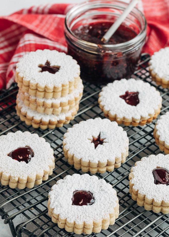 Výborné mandlové linecké cukroví na Vánoce