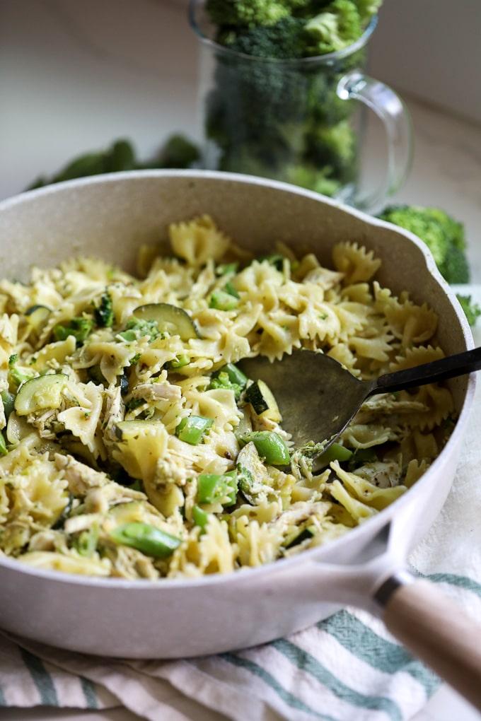 Recept na těstovinový salát s kuřecím masem