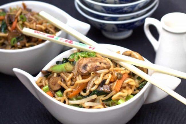 Výtečný recept na smažené čínské nudle se zeleninou