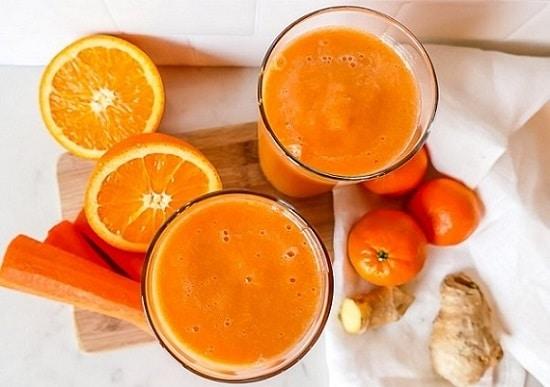 Mix ovoce a zeleniny, který se hodí k snídani.