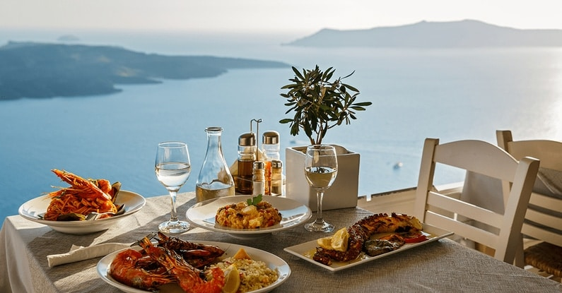 Zdravý a výživný oběd na dovolené u moře